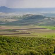 Terenuri cultivate_Muntii Macin 1 Mai 2011 Culmea Pricopanului_Cozluk_Fundu_Plopilor