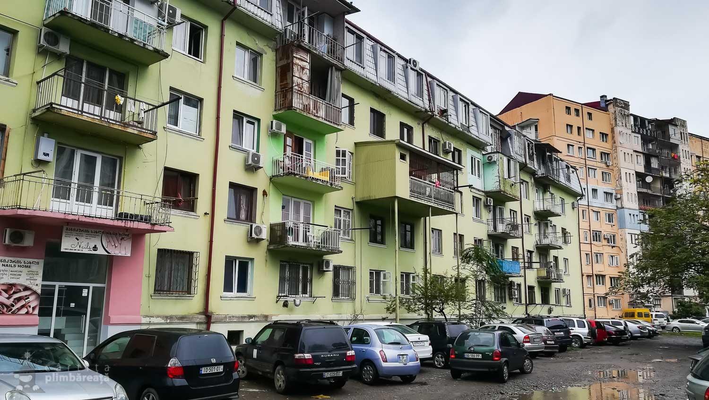 E tare balconul adaugat la etajul 2. Si-a pus omul ceva tabla, doi piloni de teava si gata extinderea.