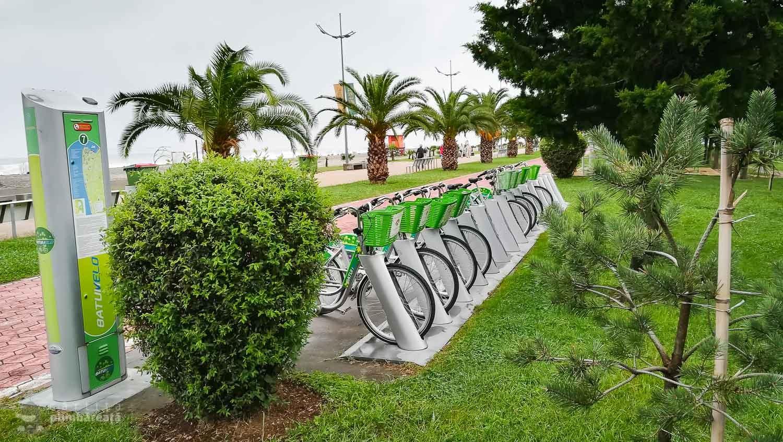 Poti sa te pimbi cu bicicleta pe toata lungimea plajei