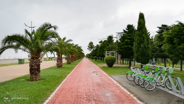 Pista de bicicleta ce insoteste promenada de la Marea Neagra