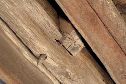Biserica de lemn din Bradet - cuie de lemn