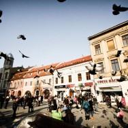 Soare cu dinti in Piata Sfatului - Brasov, Oras de poveste