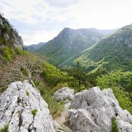 Cheile-Tasnei--Valea-Cernei---Muntii-Mehedinti-thumb