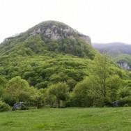 Valea Cernei,la intrarea in traseu ---Cheile Tasnei-Valea Cernei, Muntii Mehedinti