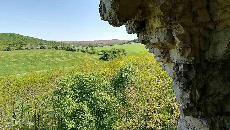 La Schitul Sf. Gherman - se poate urca pana la o groa din canaraua apropiata