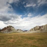 Adevarate terenuri de fotbal suspendate in Poiana Porcului -  Poienile de Sus ale Cernei