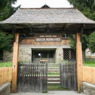 Muzeul Chihlimbarului Colti - judetul Buzau