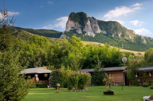 Coltii Trascaului vazuti din camping - Pensiune Camping Gyopar