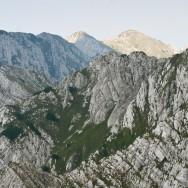 Spre Varful Sbirii, Timbalul Mic si Timbalul Mare, din La Om - Piatra Craiului