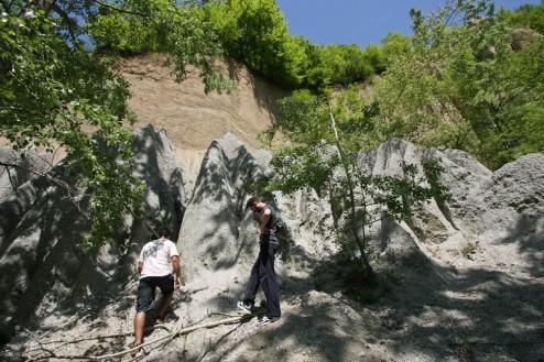 Piramidele de pamant de pe Valea Stancioiului - Ramnicu-Valcea