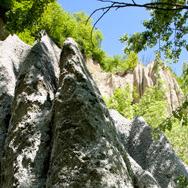 Piramidele-de-pamant-de-pe-Valea-Stancioiului-Ramnicu-Valcea_thumb