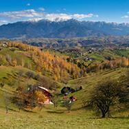 Toamna-in-Culoarul-Rucar-Bran-Bucegi-Piatra-Craiului-sat-Pestera_thumb