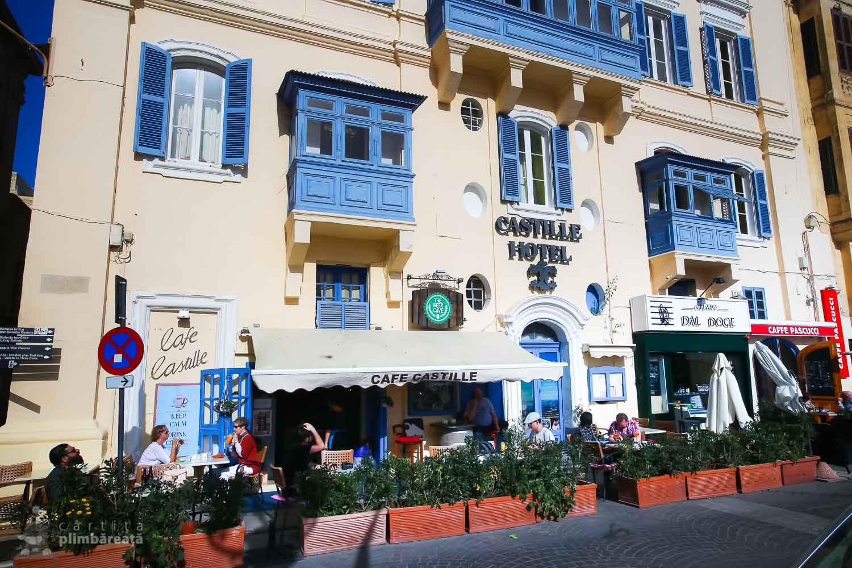 Castle Hotel in Valletta - langa intrarea in Upper Barrakka. Sus au un restaurant destul de comunist dar cu vedere panoramica.