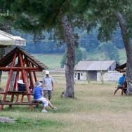 Leagane si banci la umbra - Zimbraria Valea Zimbrilor - Vama Buzaului - judetul Brasov