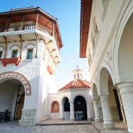 prin_Dobrogea_Calarasi_Ostrov_Dervent_curte_interioara_manastire_Dervent_016