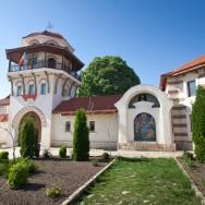 prin_Dobrogea_Calarasi_Ostrov_Dervent_turn_intrare_manastire_005